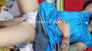 sexy village Bhabhi pussy shaving and fucking