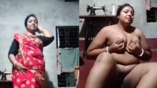 Bengali mature Bhabhi fingering pussy on cam