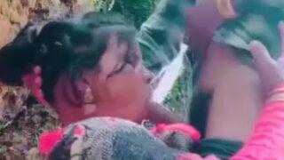 Cheating Desi wife fucking Indian village sex video